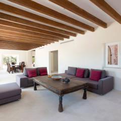 Villa CP Campos: Salones de estilo  de ISLABAU constructora