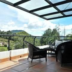 Casa Restrepo Botero: Terrazas de estilo  por WVARQUITECTOS