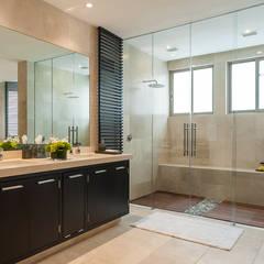 DEPARTAMENTO EN LOMAS: Baños de estilo  por HO arquitectura de interiores