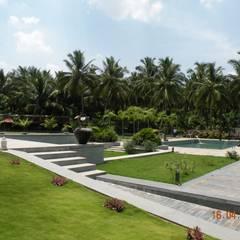 Sumeru Farmhouse:  Garden by ICON design studio