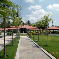 Sumeru Farmhouse: tropical Houses by ICON design studio