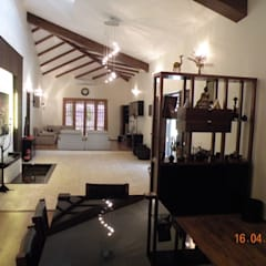 Sumeru Farmhouse:  Dining room by ICON design studio