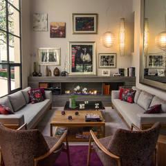 Salón Casa JM: Salas de estilo  por Weber Arquitectos