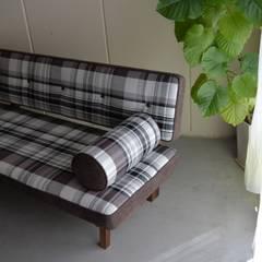 BUTTON SOFA: NATURE FURNISHが手掛けた折衷的なです。,オリジナル 木 木目調