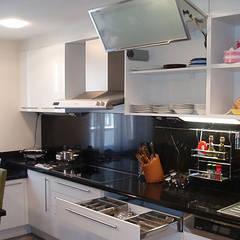 Kitchen by STİLART MOBİLYA DEKORASYON İMALAT.İNŞAAT TAAH. SAN.VE TİC.LTD.ŞTİ.,