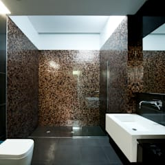 Casa Covelo : Casas de banho  por mioconcept