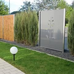 Edelstahl und Aluminium Sichtschutz:  Garten von Edelstahl Atelier Crouse - individuelle Gartentore