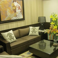 private residence:  Media room by VISIONS