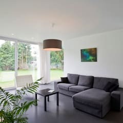 House WR:  Living room by Niko Wauters architecten bvba