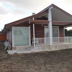 Country style balcony, veranda & terrace by Kuloğlu Orman Ürünleri Country