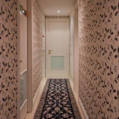 Corridor & hallway by Ana Levy | Arquitetura + Interiores , Modern