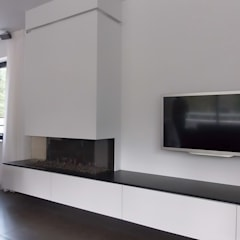 Villa in Ommen: moderne Woonkamer door ir. G. van der Veen Architect BNA
