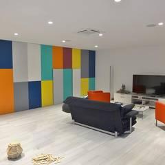 Salle de jeux: Salle multimédia de style  par Sarah Archi In'