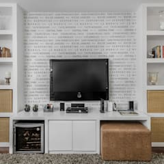 Eclectic style media room by Alma em Design Eclectic