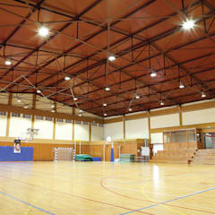 Salle de sport de style  par Aura Light