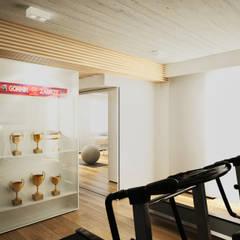 Prywatna sala fitness: styl , w kategorii Siłownia zaprojektowany przez Bartek Włodarczyk Architekt