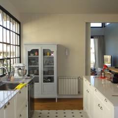 Casa en Garín: Cocinas de estilo  por 2424 ARQUITECTURA