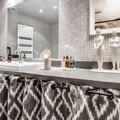 plan de travail salle de bain: Salle de bains de style  par cristina velani