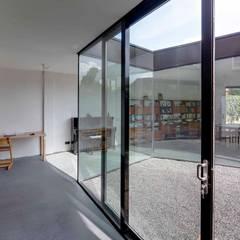 uitbreiding woonhuis: moderne Serre door JMW architecten