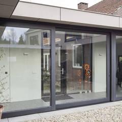 uitbreiding woonhuis:  Ramen door JMW architecten,