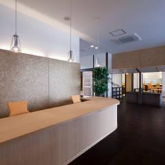 ホール: 宮田建築設計室が手掛けた医療機関です。