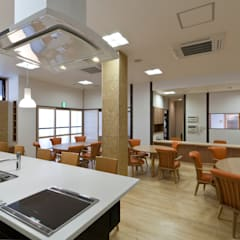 食堂: 宮田建築設計室が手掛けた医療機関です。