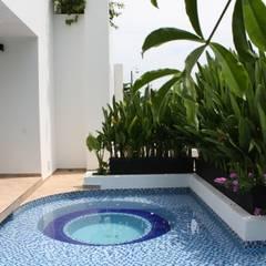 Pool by homify, Modern Bricks