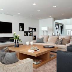 Salas / recibidores de estilo  por Molins Design