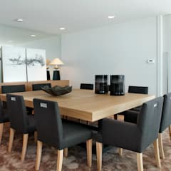 Dining room by Molins Interiors