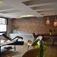 اتاق نشیمن توسطsantiago dussan architecture & Interior design, اکلکتیک (ادغامی)