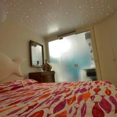 appartement roquebrune cap martin : Chambre de style  par kmmarchitecture