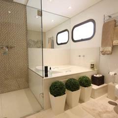 Salle de bain moderne par Daniela Hescheles Arquitetura Moderne