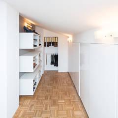 Sanierung Dachwohnung :  Ankleidezimmer von Karl Kaffenberger Architektur   Einrichtung,Modern