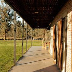 Casa CL: Casas de estilo  por BAM! arquitectura,Rural