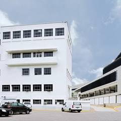 Hospitales de estilo  por PA - Puchetti Arquitectos