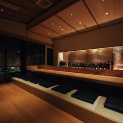 カウンター席: 中川デザイン事務所が手掛けたバー & クラブです。