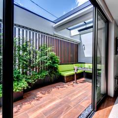 アウトサイドリビング: TERAJIMA ARCHITECTSが手掛けた庭です。
