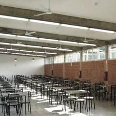 Comedor Industrial Alfarería Continental: Comedores de estilo  por PA - Puchetti Arquitectos, Tropical