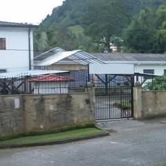 -Vivienda - Casa Arzobispal - Esquema remodelación  - Manizales - Barrio La Francia: Casas de estilo  por Santiago Zuluaga Arroyave
