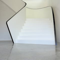 EeSoffit by EeStairs® - Revolutionaire trapafwerking:  Gang en hal door EeStairs | Stairs and balustrades, Minimalistisch