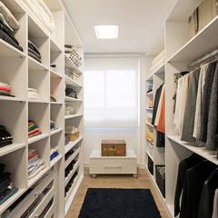 Dressing room by TRÍADE ARQUITETURA