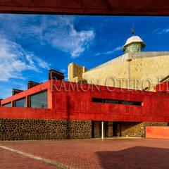 Auditorio Alfredo Kraus en Las Palmas de Gran Canaria: Palacios de congresos de estilo  de Ramonof - Fotógrafos en Canarias