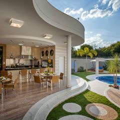 Casa Tripoli: Terraços  por Arquiteto Aquiles Nícolas Kílaris