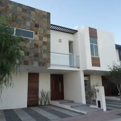 Casas DVL: Casas de estilo  por CONSTRUCTORA ARQOCE
