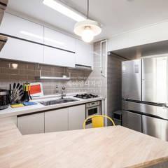 영통 매탄동 동남아파트 22평인테리어: JMdesign 의  주방,인더스트리얼