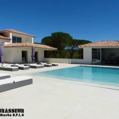Piscinas de estilo  por Brasseur, Mediterráneo