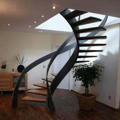 Skulpturtreppe Münzenberg:  Flur & Diele von Nautilus Treppen GmbH&Co.KG