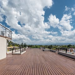 DECK: Terrazas de estilo  por CELOIRA CALDERON ARQUITECTOS