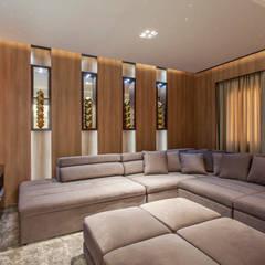 modern Media room by Designer de Interiores e Paisagista Iara Kílaris