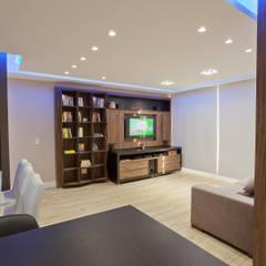 Apartamento MBK: Salas multimídia escandinavas por Super StudioB